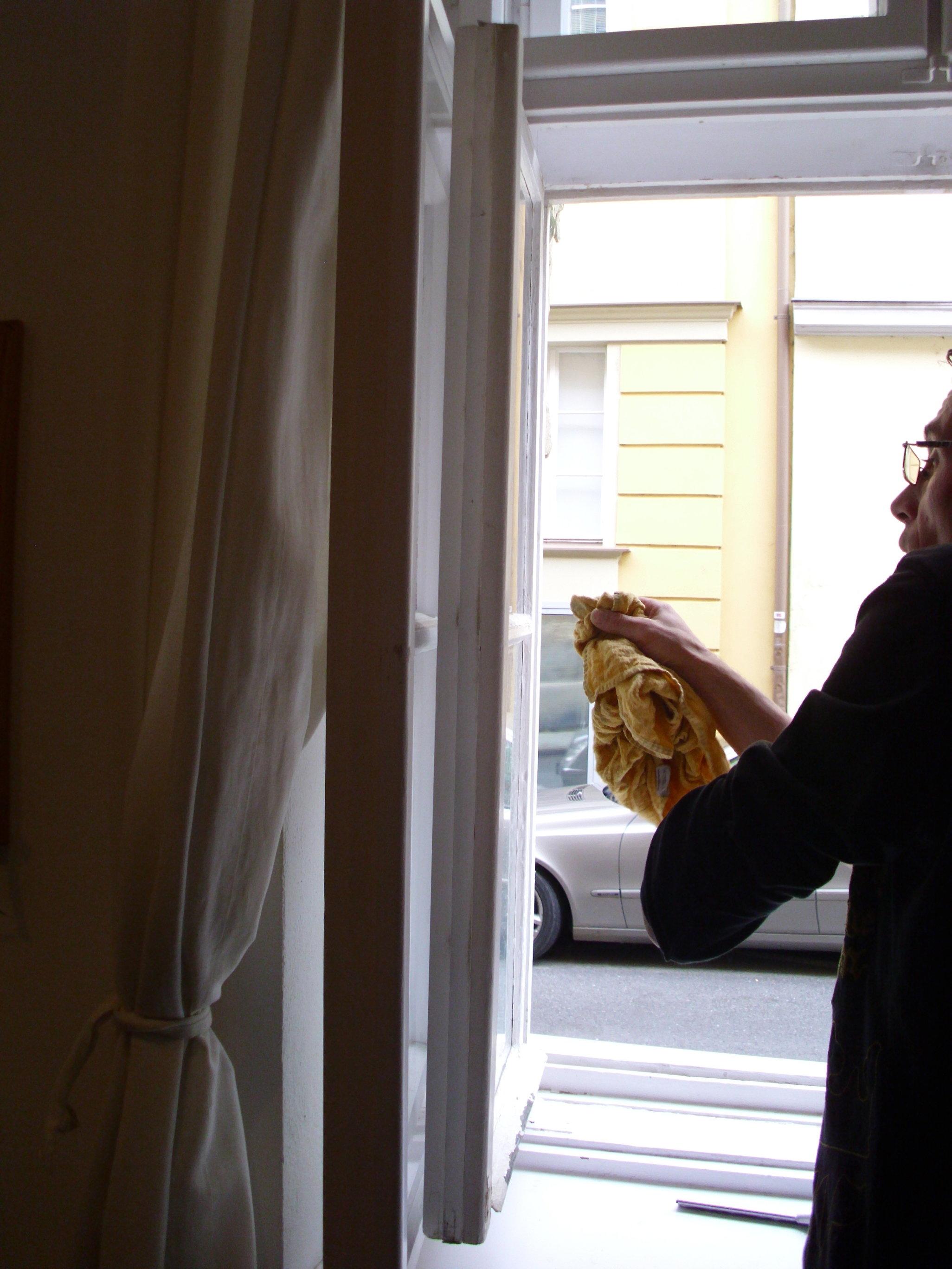 Umývanie okien v byte, domácnosti Prievidza