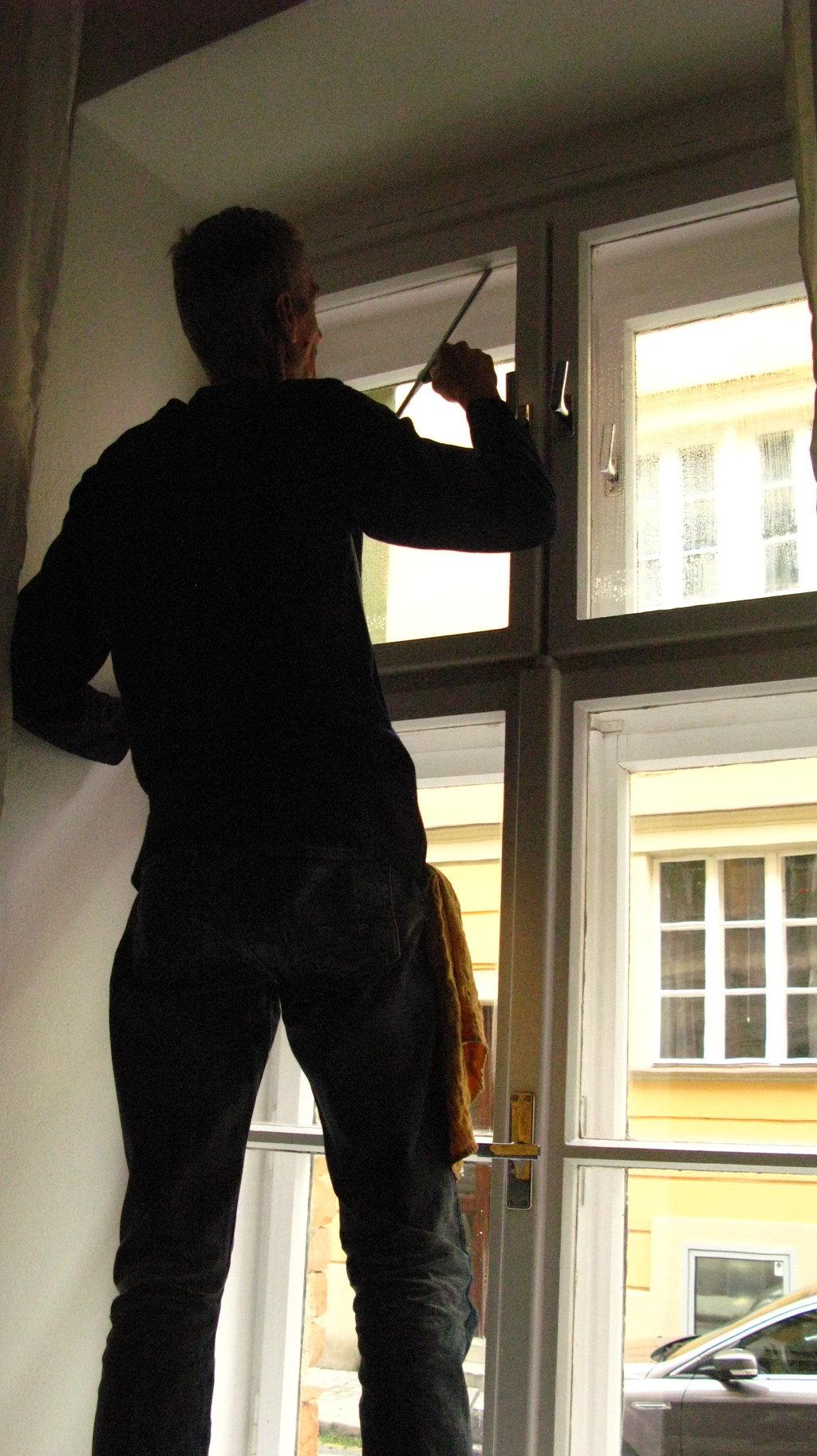 Umývanie okien domácností afiriem Prievidza